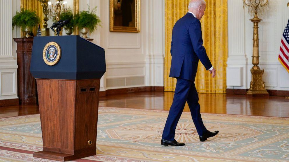 Ο πρόεδρος Τζο Μπάιντεν αποχωρεί αφού μίλησε για την οικονομία στο Ανατολικό δωμάτιο του Λευκού Οίκου, Πέμπτη, 16 Σεπτεμβρίου 2021, στην Ουάσινγκτον.  (Φωτογραφία AP/Evan Vucci)