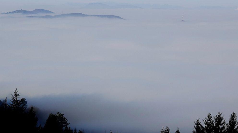 Bosnian capital of Sarajevo hit by dangerous air pollution thumbnail