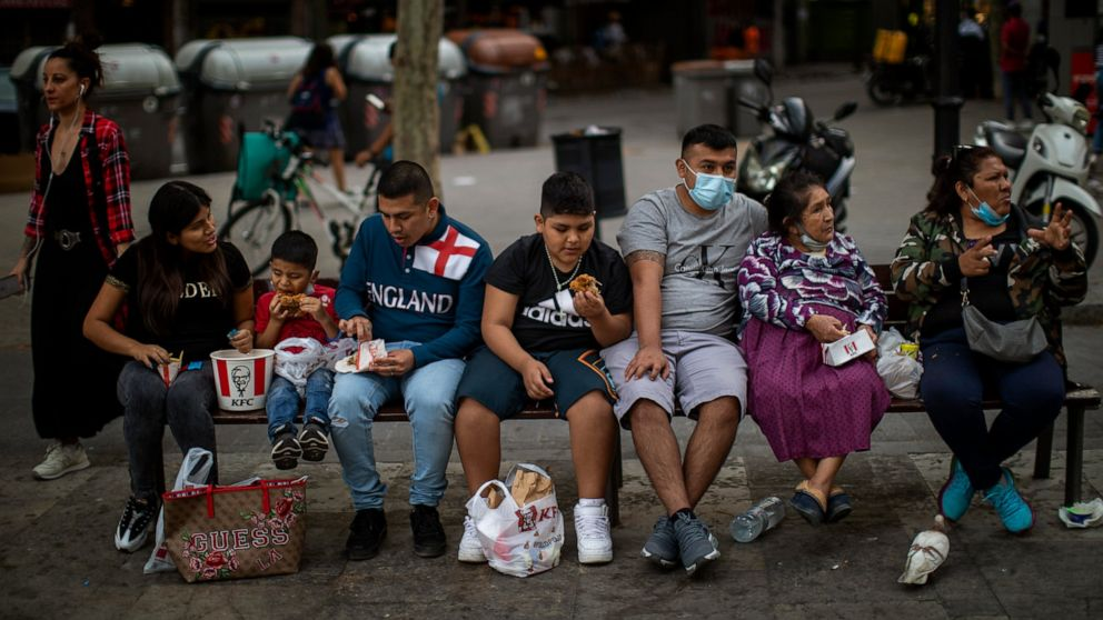 Family members eat as they sit on a bench in Barcelona, Spain, Sunday, May 31, 2020. Spanish Prime Minister Pedro Sánchez says he will ask Spain's Parliament for a final two-week extension of the nation's state of emergency that has allowed the government to take lockdown measures to control its coronavirus outbreak. (AP Photo/Emilio Morenatti)Family members eat as they sit on a bench in Barcelona, Spain, Sunday, May 31, 2020. Spanish Prime Minister Pedro Sánchez says he will ask Spain's Parliament for a final two-week extension of the nation's state of emergency that has allowed the government to take lockdown measures to control its coronavirus outbreak. (AP Photo/Emilio Morenatti) The Associated Press