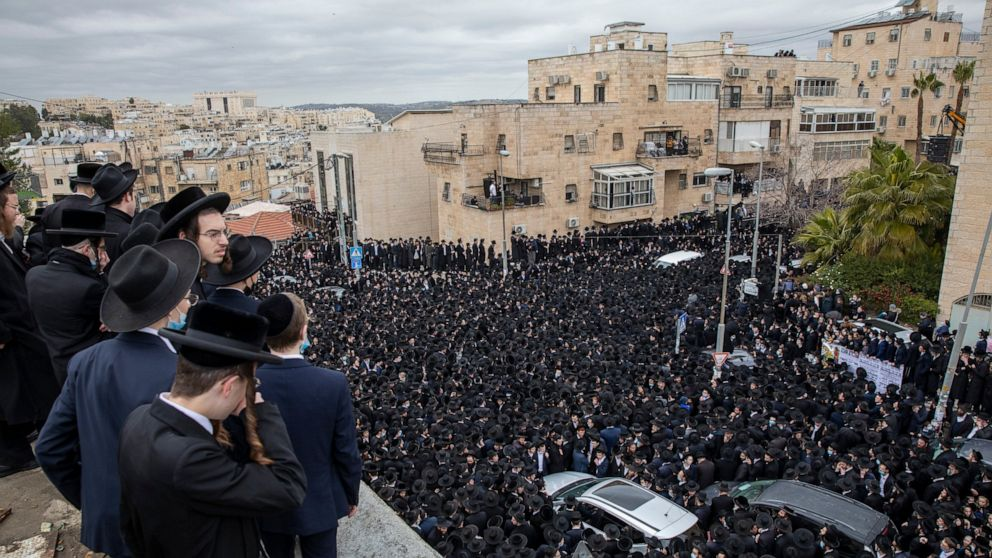 Thousands of Ultra-Orthodox Jews Ignore Pandemic Rules in Jerusalem for Funerals of Two Prominent Rabbis