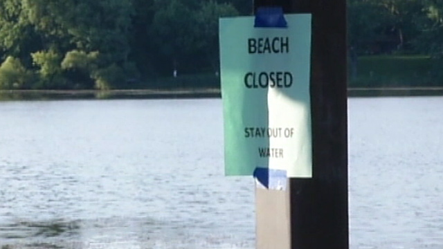 PHOTO: Beach closed flyer