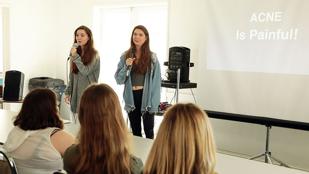 PHOTO: Nina and Randa Nelson speak to California college students about their six-week diet plan for acne.