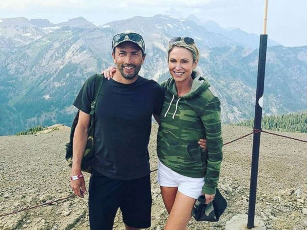PHOTO: Amy Robach poses with her husband, Andrew Shue.