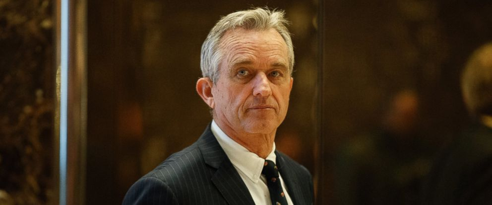 PHOTO: Robert F. Kennedy Jr. arrives in the lobby of Trump Tower in New York, Jan. 10, 2017, for a meeting with President-elect Donald Trump.