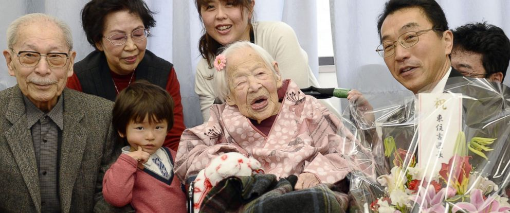PHOTO: Misao Okawa poses with her relatives and Ward Mayor Takehiro Ogura as she is celebrated at a nursing home in Osaka, Japan on March 4, 2015, one day before her 117th birthday.