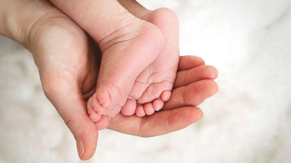 Inducing labor at 39 weeks may help mothers, babies