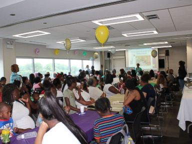 Hospital in high-poverty neighborhood throws baby shower for 100 moms | ABC News