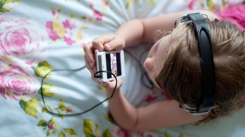 More screen time in preschool kids linked to risk of ADHD