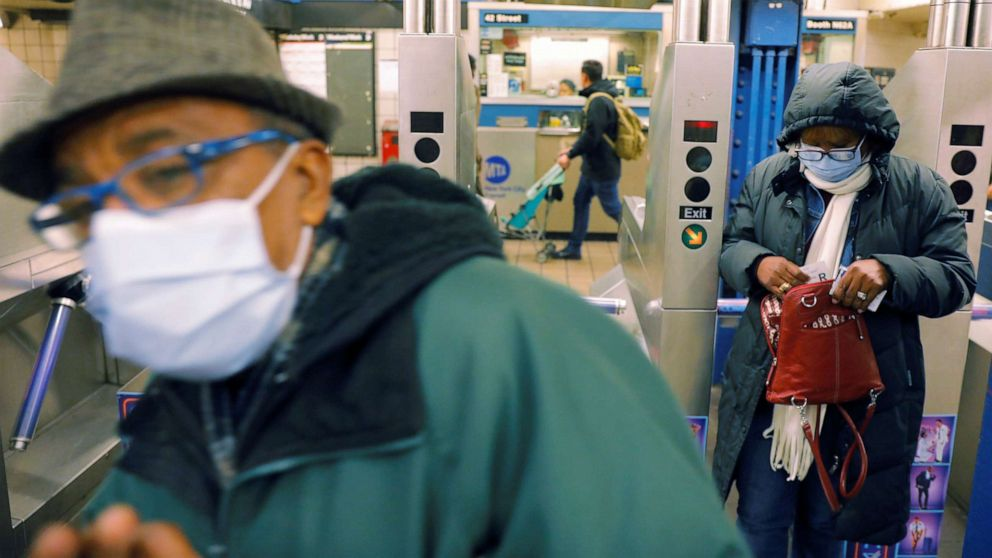 Hanes κάνοντας εκατομμύρια μάσκες για την υγειονομική περίθαλψη υπαλλήλων