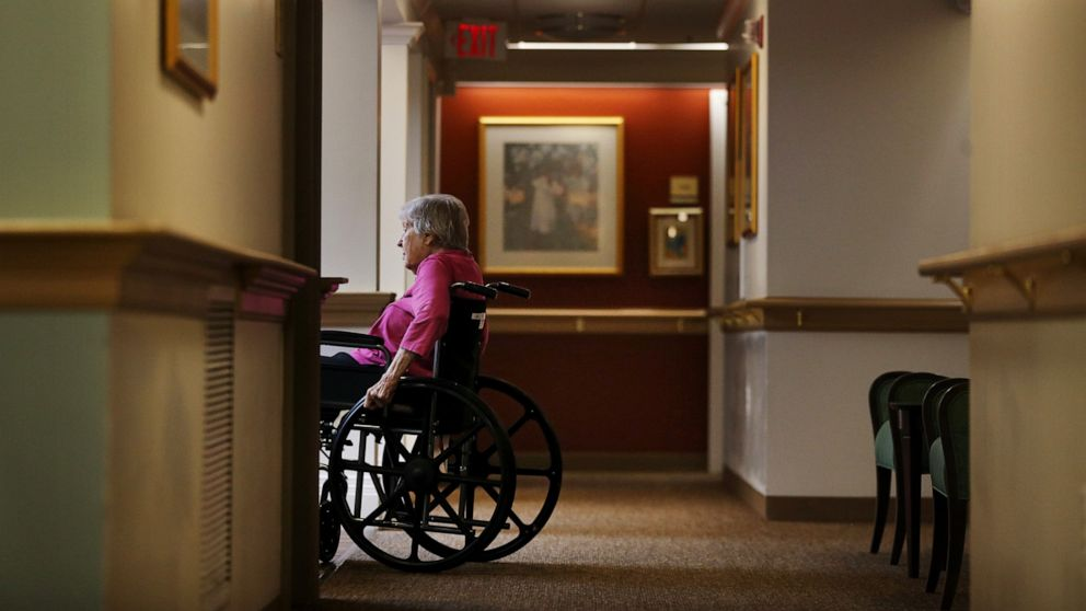As COVID cases surge in nursing homes, feds urge extra holiday precaution
