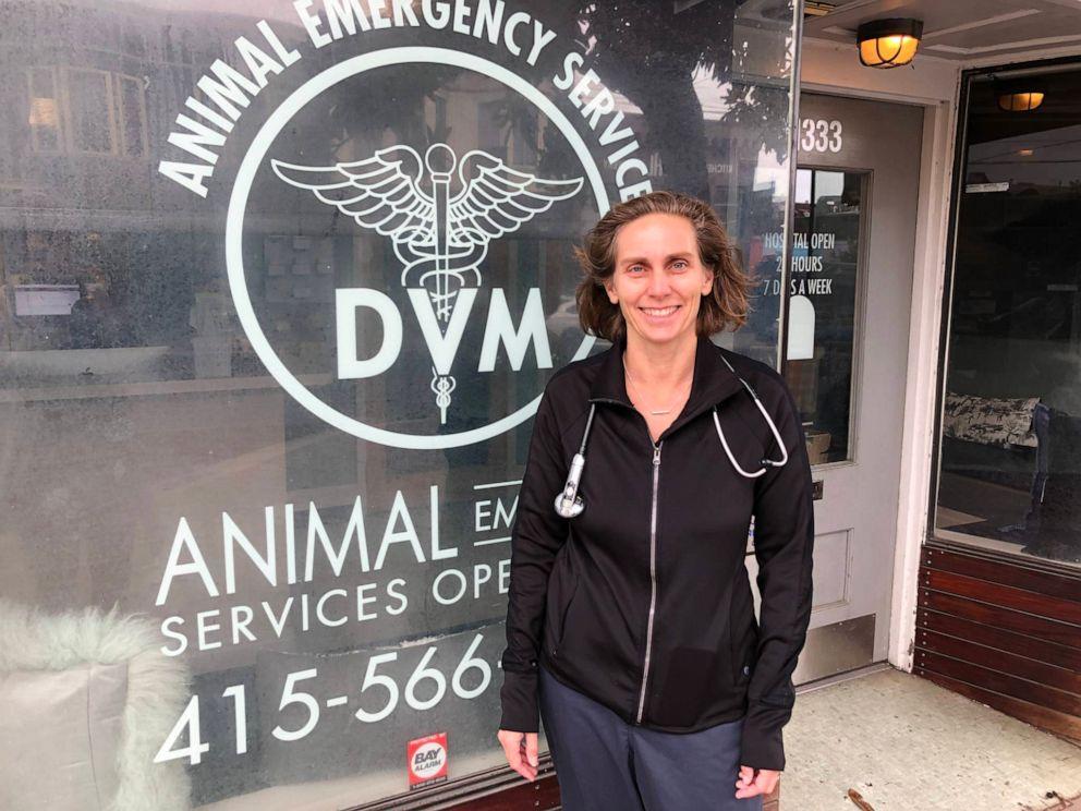 FOTO: Dr. Dorrie Black werkt in een 24-uurs dierenkliniek nabij het Golden Gate Park in San Francisco. Ze zegt dat ze vaak drie honden per week behandelt die marihuana hebben ingenomen.