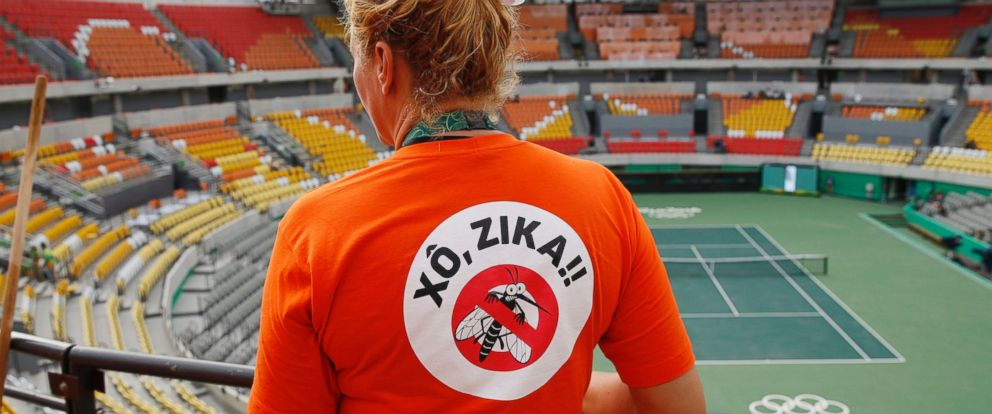 PHOTO: A worker cleaning at the Olympic Tennis Center wears a shirt with an anti-Zika slogan in Rio de Janeiro, Brazil, Aug. 3, 2016.