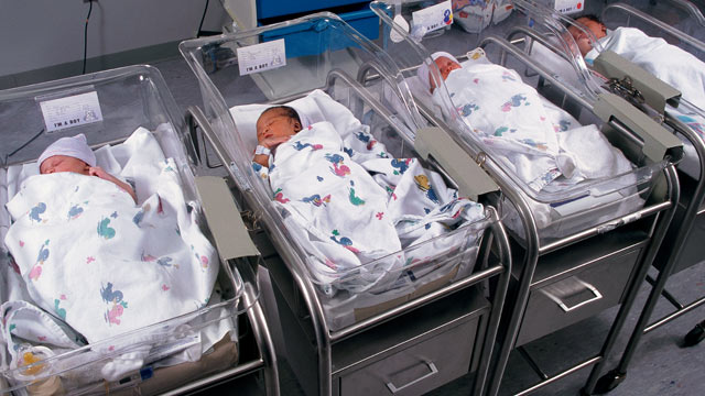 PHOTO: A new study finds nearly one in four first babies are born to unwed couples living together.