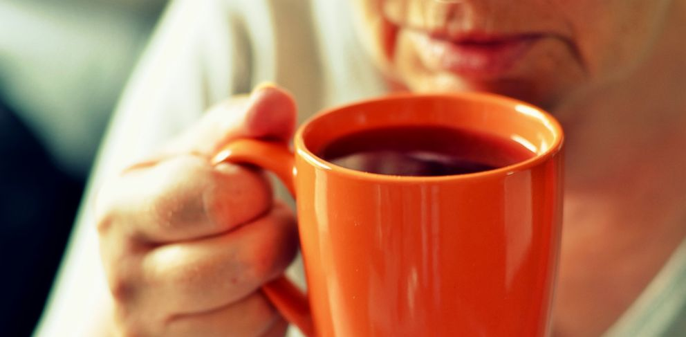 PHOTO: Drinking tea may prevents colds.