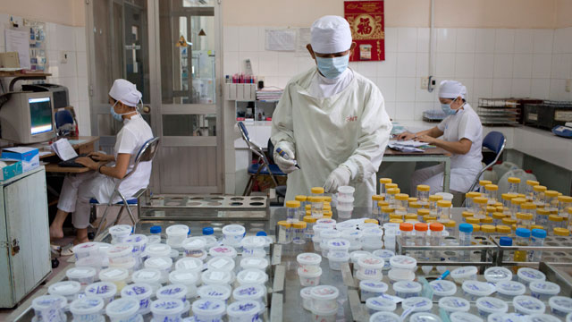 PHOTO: The Tuberculosis Drug Sucsceptibility room at Pham Ngoc Thach hospital on Oct. 11, 2011.