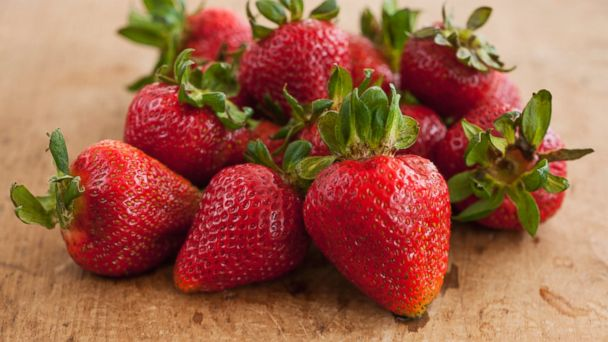 PHOTO: Fresh strawberries are better eaten whole than sliced, according to a recent study.