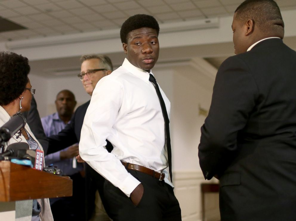 PHOTO: Karsiah Duncan, the son of Ebola victim Thomas Eric Duncan, leaves after speaking to the media at the Wilshire Baptist Church on Oct. 7, 2014 in Dallas, Texas.