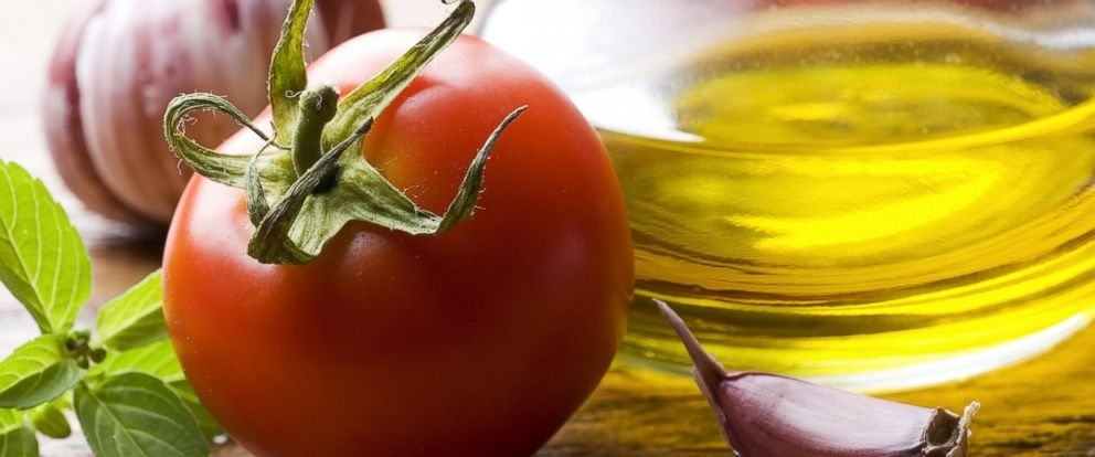 PHOTO: Researchers have found that combining tomatoes with olive oil can help boost the plants antioxidant properties.