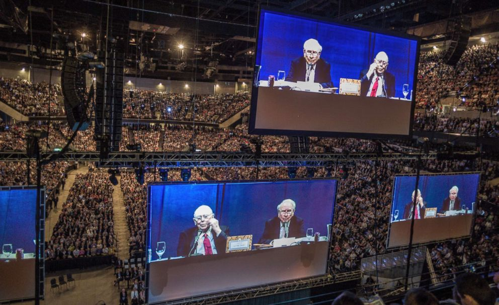 PHOTO: Berkshire Hathaway Chairman and CEO Warren Buffett and his Vice Chairman Charlie Munger, are seen on large screens, as they preside over the Berkshire Hathaway shareholders meeting in Omaha, Neb., May 6, 2017.