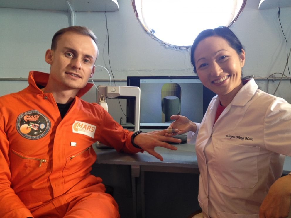 PHOTO: Dr. Julielynn Wong 3D printed a customized finger splint with Star Trek Replicator.