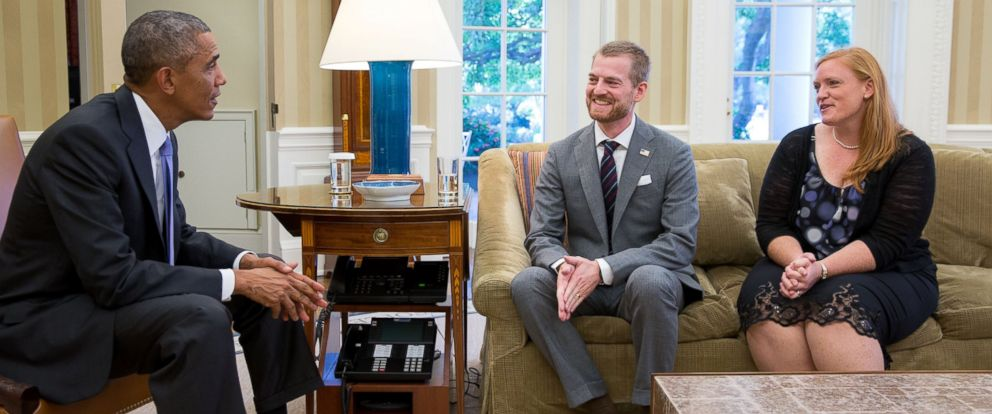 PHOTO: President Barack Obama meets with Dr. Kent Brantly and his wife, Amber, during an Oval Office drop by on Sept. 16, 2014.