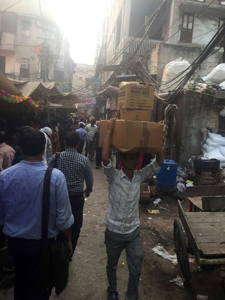 PHOTO: Delhis Chandni Chowk market, which dates to the 17th century, is a popular spot to purchase bulk drugs. Inside the stalls, boxes of medicine are stacked floor to ceiling.
