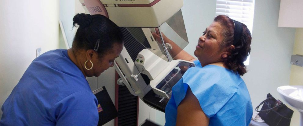 PHOTO: Mammographer Toborcia Bedgood prepares a screen-film mammography test for a patient at the Elizabeth Center for Cancer Detection in Los Angeles, May 6, 2010.