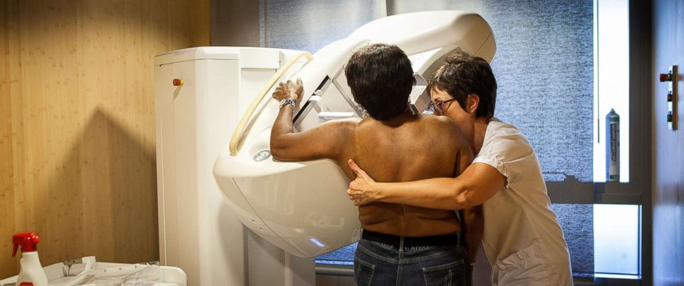 PHOTO: A technician carries out a routine mammogram in France, Nov. 29, 2016.