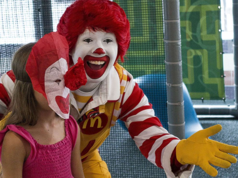 PHOTO: A person dressed as Ronald McDonald entertains a young girl during his appearance at a McDonaldss Aug. 10, 2015, in Centreville, Va.