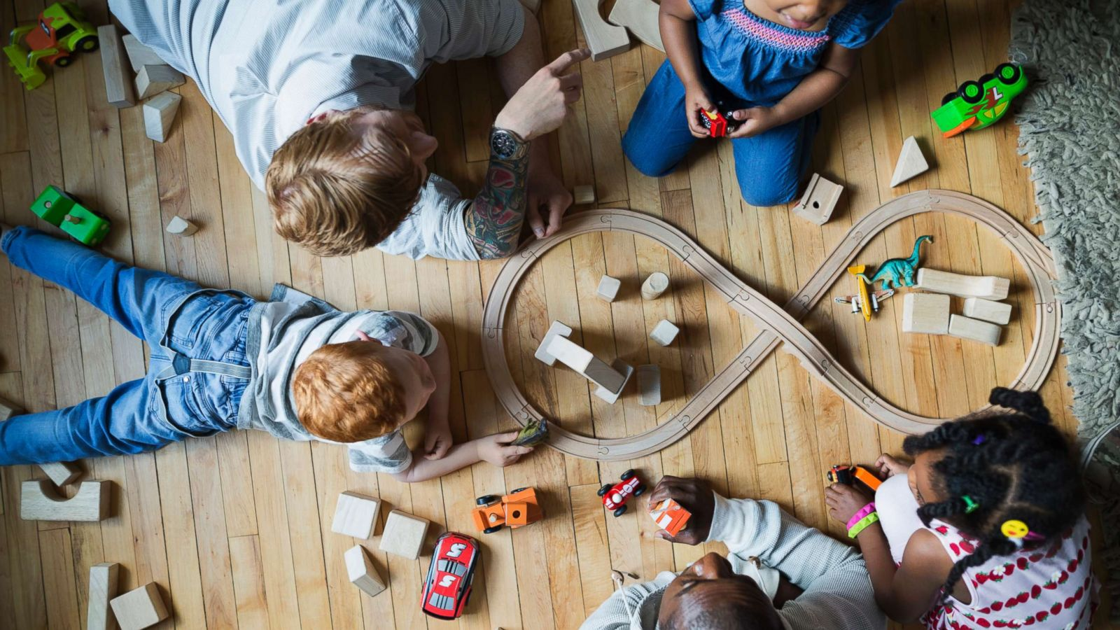 Holiday shopping: The best toys for kids make use of their imaginations,  not a screen - ABC News