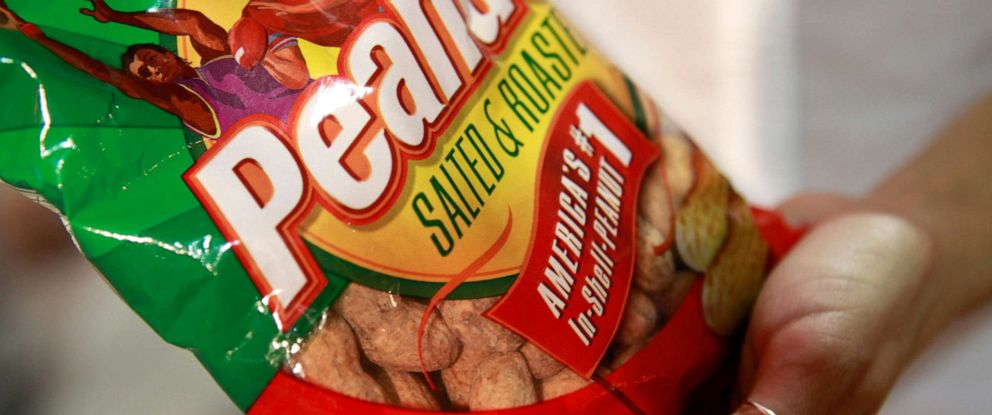 PHOTO: In this July 31, 2010 file photo, a bag of peanuts is seen at Nationals Park in Washington. Government health experts are urging approval of a novel treatment for children with life-threatening peanut allergies.