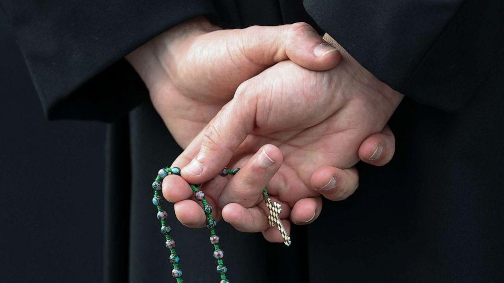 'Anda tidak sendirian:' Pendeta memberikan dukungan emosional untuk COVID-19 pasien
