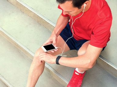 Cold, hard cash and a fitness device could help motivate people to exercise: Study