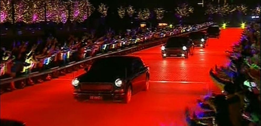 VIDEO: Dancers, Light-Up Driveway Greet Obama & World Leaders in Beijing