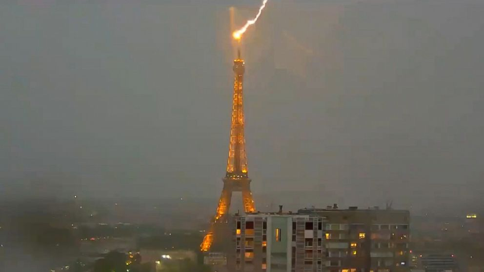 Spectacular images of lightning striking the Eiffel Tower