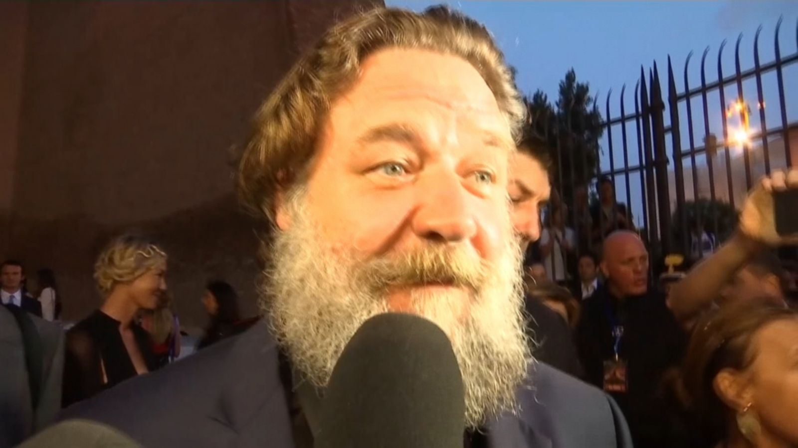 russell crowe visits real life colosseum for charity screening of
