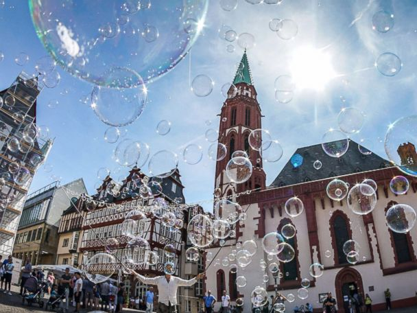 WATCH:  Soap bubble street art, a hot dog line and Tiger Woods: World in Photos