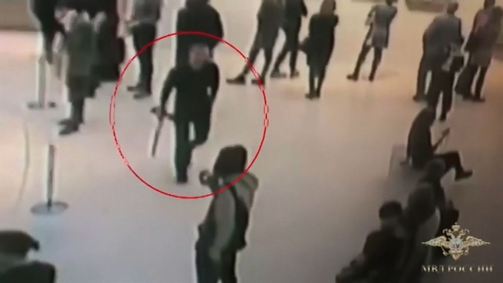VIDEO: A suspected art work thief has been caught by police in Moscow after images became released exhibiting a particular person merely taking a painting off the wall in the center of a gallery and walking out in entrance of perplexed onlookers.