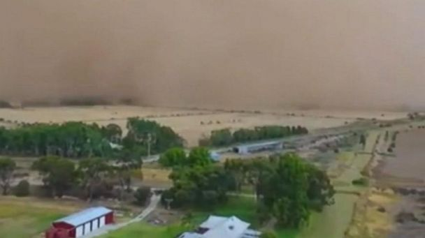 Dust storm sweeps through town in Australia