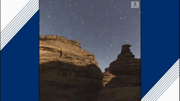 Incredible timelapse of moon setting in Saudi Arabia