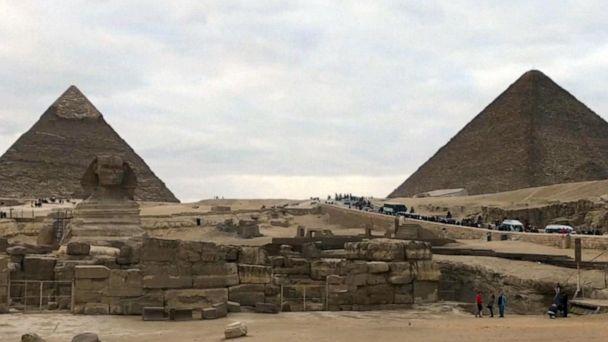Tourist bus bombed close to Egyptian pyramids
