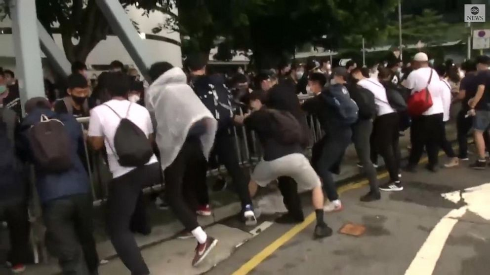 Protesters set up barricades in heart of Hong Kong