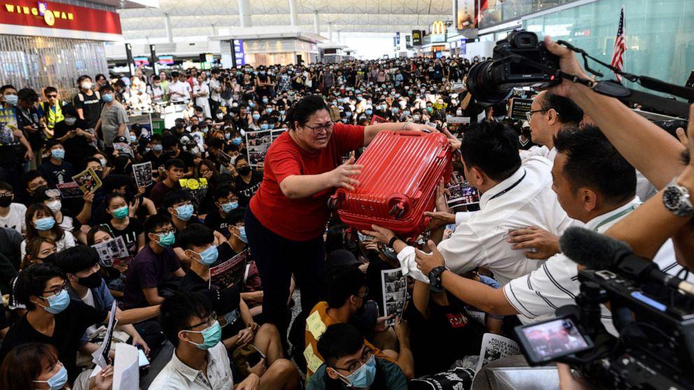 3 dead in soccer riot in Honduras as opposing fans attack team bus