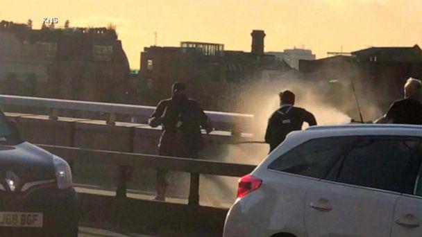 London Bridge stabbing kills 2 and injures 3
