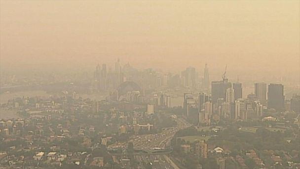 Smoke blankets Sydney as wildfires move across Australia