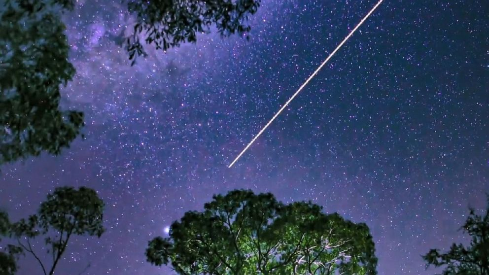 Shooting star caught on camera in spectacular sky over Australia ...