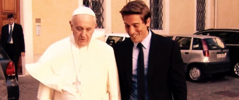 "PHOTO: ""World News Tonight"" Anchor David Muir with Pope Francis for exclusive town hall Pope Francis and the People"