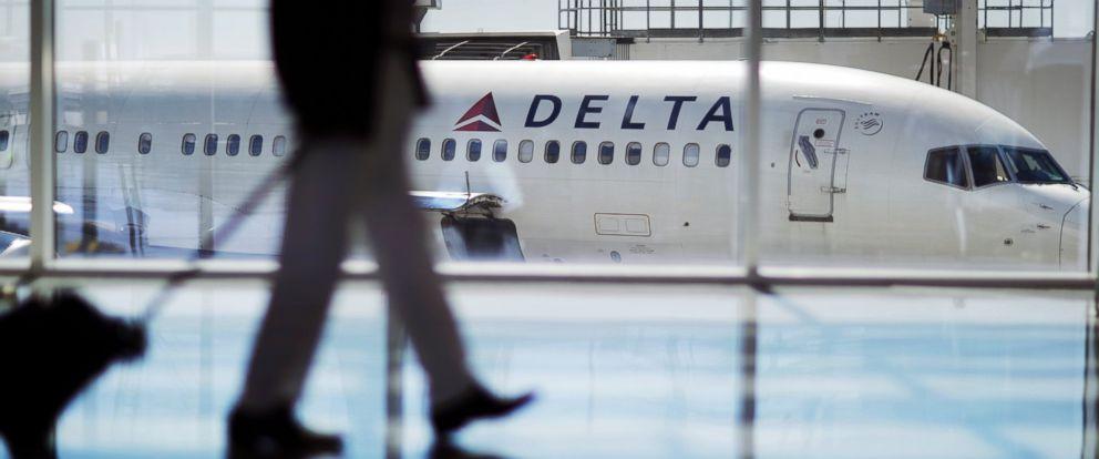 PHOTO: A Delta Air Lines jet sits at a gate at Hartsfield-Jackson Atlanta International Airport in Atlanta, Oct. 13, 2016.