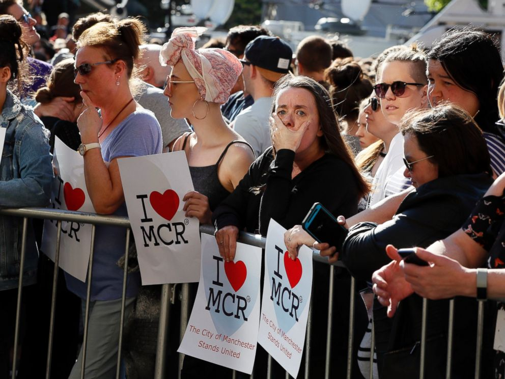 PHOTO: People attend a vigil in Albert Square, Manchester, England, May 23, 2017.