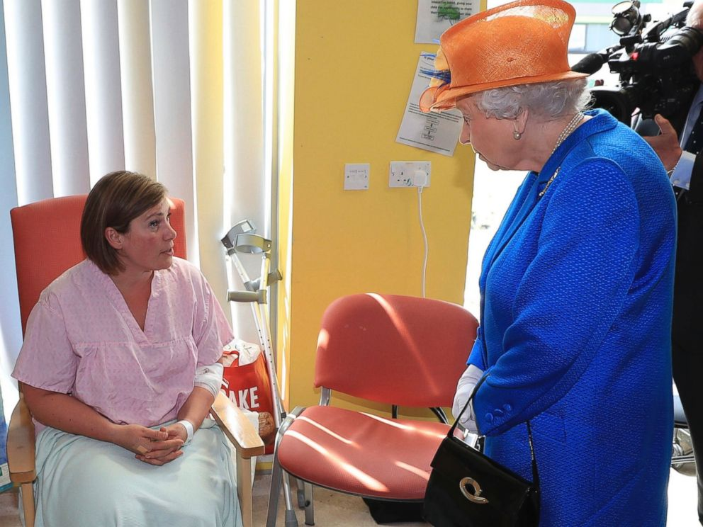 Queen Elizabeth II visits victims of the Manchester Arena ...